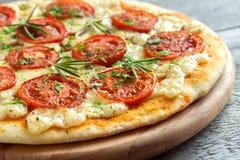 Пицца Margherita с розмариновым маслом Стоковые Фото