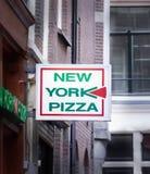 Пицца NY подписывает внутри Амстердам Стоковые Фото