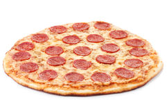 Пицца Pepperoni, изолированная на белой предпосылке Стоковые Фото