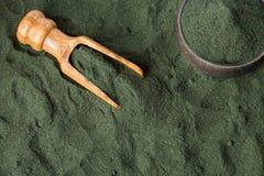 Пищевая добавка порошка Spirulina - взгляд сверху стоковое фото rf