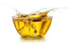 Пищевое масло изолировано как белизна водопада воды выплеска С путем клиппирования Стоковые Изображения RF