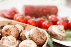 Пищевые ингредиенты для пиццы на таблице Стоковое фото RF