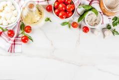 Пищевые ингредиенты итальянки пиццы макаронных изделий стоковое изображение rf