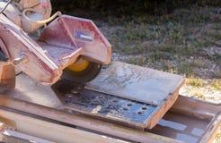 Пила плитки фарфора Стоковая Фотография RF