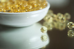 Пилюльки витамина (a, d, e, рыбий жир) Стоковое Фото