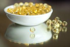 Пилюльки витамина (a, d, e, рыбий жир) Стоковое Изображение