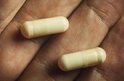 Пилюльки в руке Стоковое Фото