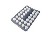 Пилюльки лекарства на белой предпосылке Стоковое Фото