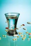 Пилюльки питья и медицины Стоковое Фото