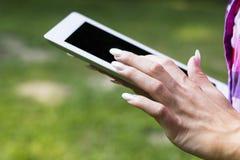 ПК таблетки касающего экрана стоковое изображение
