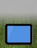 ПК таблетки на поле травы футбола Стоковые Фотографии RF