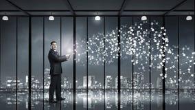 ПК таблетки пользы бизнесмена Мультимедиа Стоковая Фотография RF