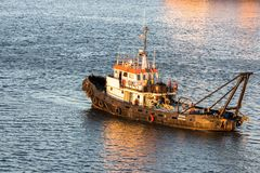 Плавание буксира на порте Монтевидео Стоковые Фотографии RF