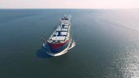Плавание грузового корабля в море видеоматериал