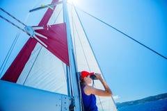 Плавание девушки на яхте в Греции Стоковое Изображение RF