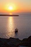 Плавание корабля на заходе солнца Стоковое Изображение