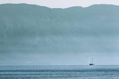 Плавание корабля на море Стоковое Изображение