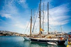 Плавание, моторные лодки в гавани Марины Zeas Pireas Греция Стоковое Изображение