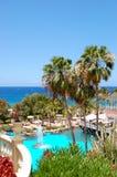 Плавательный бассеин, под открытым небом ресторан и пляж стоковое фото