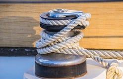 Плавать ворот, ворот парусника и морская деталь шлюпки веревочки стоковое фото