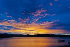 Плавать в озеро Стоковая Фотография