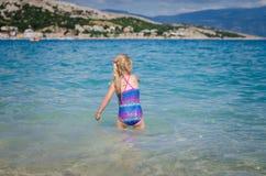 Плавать в хорватском море стоковое фото rf