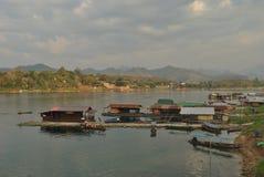 Плавать домой на большое реку стоковое фото rf