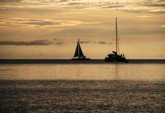 Плавать на заходе солнца Стоковая Фотография