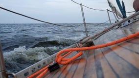 Плавать яхта в osean или море сток-видео