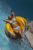 плавая автошина девушки Стоковые Фото