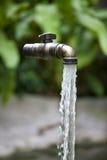 плавая вода из крана Стоковая Фотография
