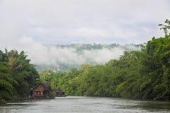 Плавая дом в озере Стоковые Изображения