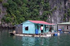 плавая дом стоковые фото