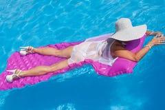 плавая женщина Стоковое Изображение RF