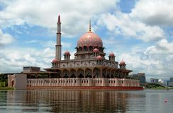 плавая мечеть putrajaya Малайзии Стоковое Изображение