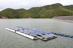 Плавая панели солнечной энергии Стоковая Фотография