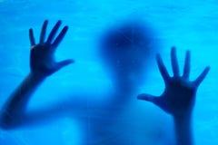 плавая подводная женщина Стоковое Изображение