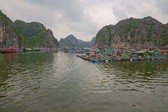 Плавая рыбацкий поселок Стоковые Изображения