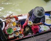 Плавая рынок в Бангкоке, Таиланде Стоковые Изображения