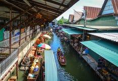 Плавая рынок в Бангкоке, Таиланде Стоковая Фотография