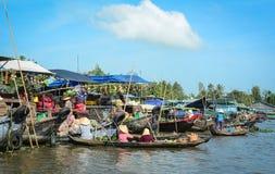 Плавая рынок в перепаде Меконга, Вьетнам Стоковое Изображение