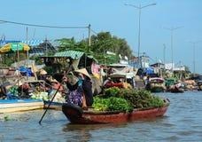 Плавая рынок в перепаде Меконга, Вьетнам Стоковое Фото
