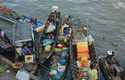 Плавая рынок в перепаде Меконга, Вьетнам Стоковое Изображение RF