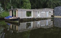 Плавучие дома в канале Стоковые Изображения RF