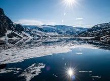 Плавя крышка льда ледникового озера Стоковая Фотография RF