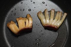 Плавя сало - выпечка и варить - смажьте бекон Стоковые Изображения RF