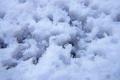 Плавя снег в вечере с водой падает Стоковое Фото