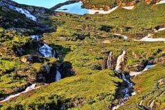 Плавя снег создает заводи в норвежских горах Стоковые Фото