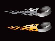 пламенеющие шайбы хоккея Стоковое фото RF