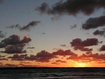 пламенеющий заход солнца Стоковые Фотографии RF